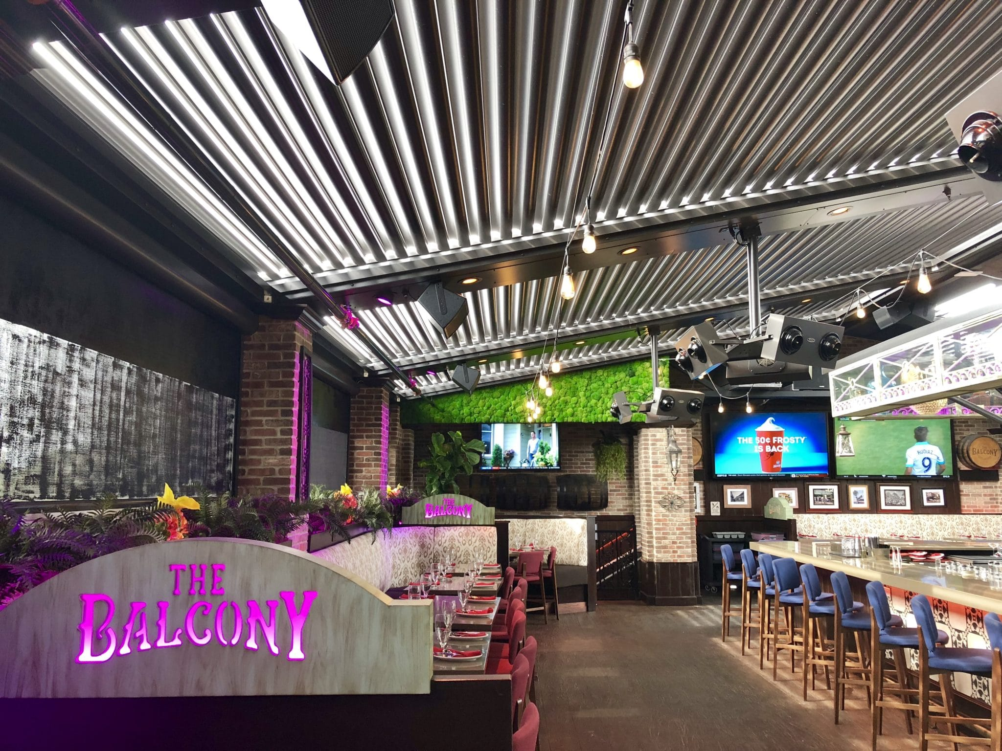 Restaurant Louvered Roof