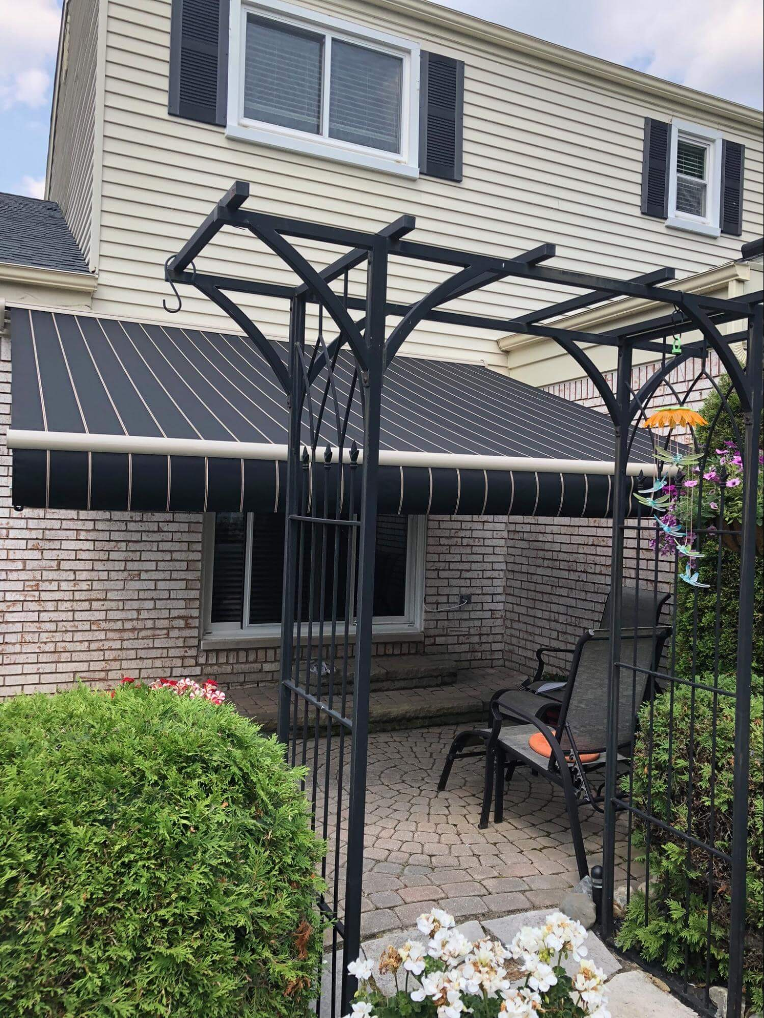 retractable awning - backyard awning - Marygrove Awnings